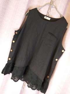 🙋♀️《韓國正品》黑色棉麻蕾絲無袖上衣加7分寬褲整套春裝。$980