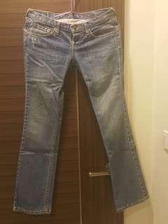 🚚 Jeans