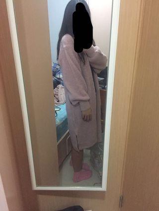 粉紅毛毛長外套