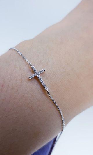 Cross diamond bracelet 14k whitegold
