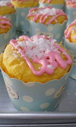 Coconut and lemon mousse cupcake