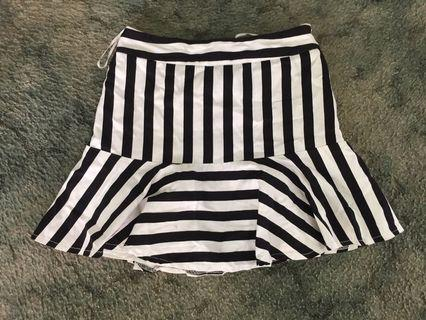 Rose bullet 10 black and white skirt
