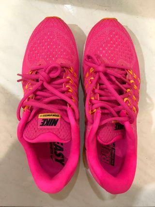 BN Nike zoom vomero 11