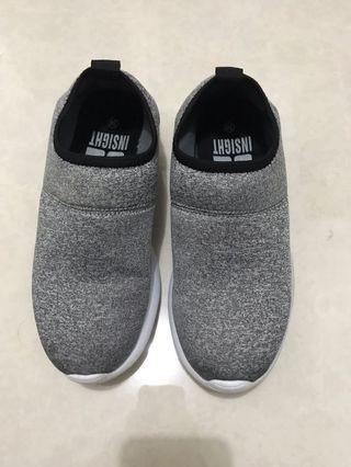 sepatu insight