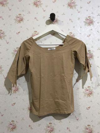 Ribbon brown top