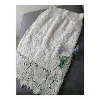 White lace skirts