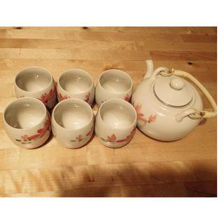 Tea Set (6 pcs Tea Cup and 1 Tea Pot)