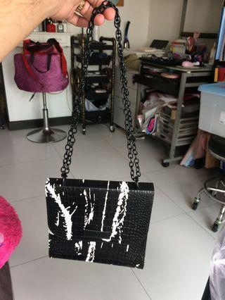🚚 Vavoom sling bag
