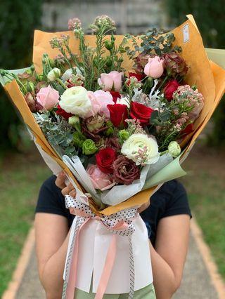 🚚 Flower Bouquet/ Human head's size bouquet