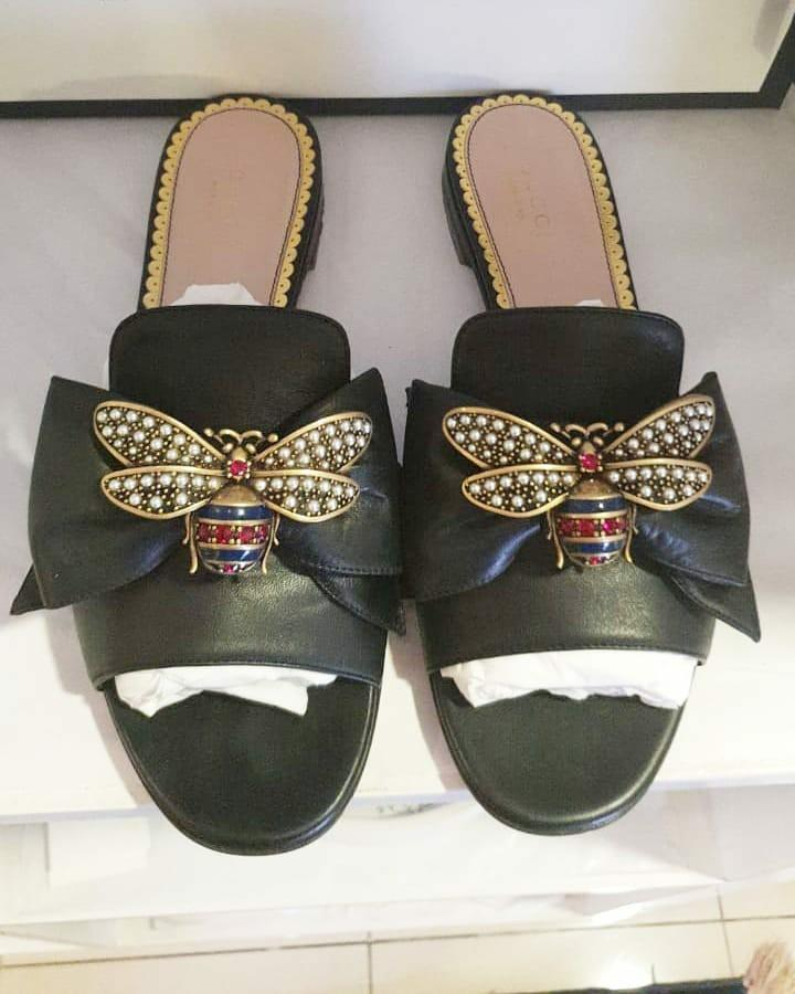 🍒 *FAST SALE* - Very Like New In Box Gucci Embellished Bee Slide Sandals Black Leather size 37,5 insole 24,5 cm