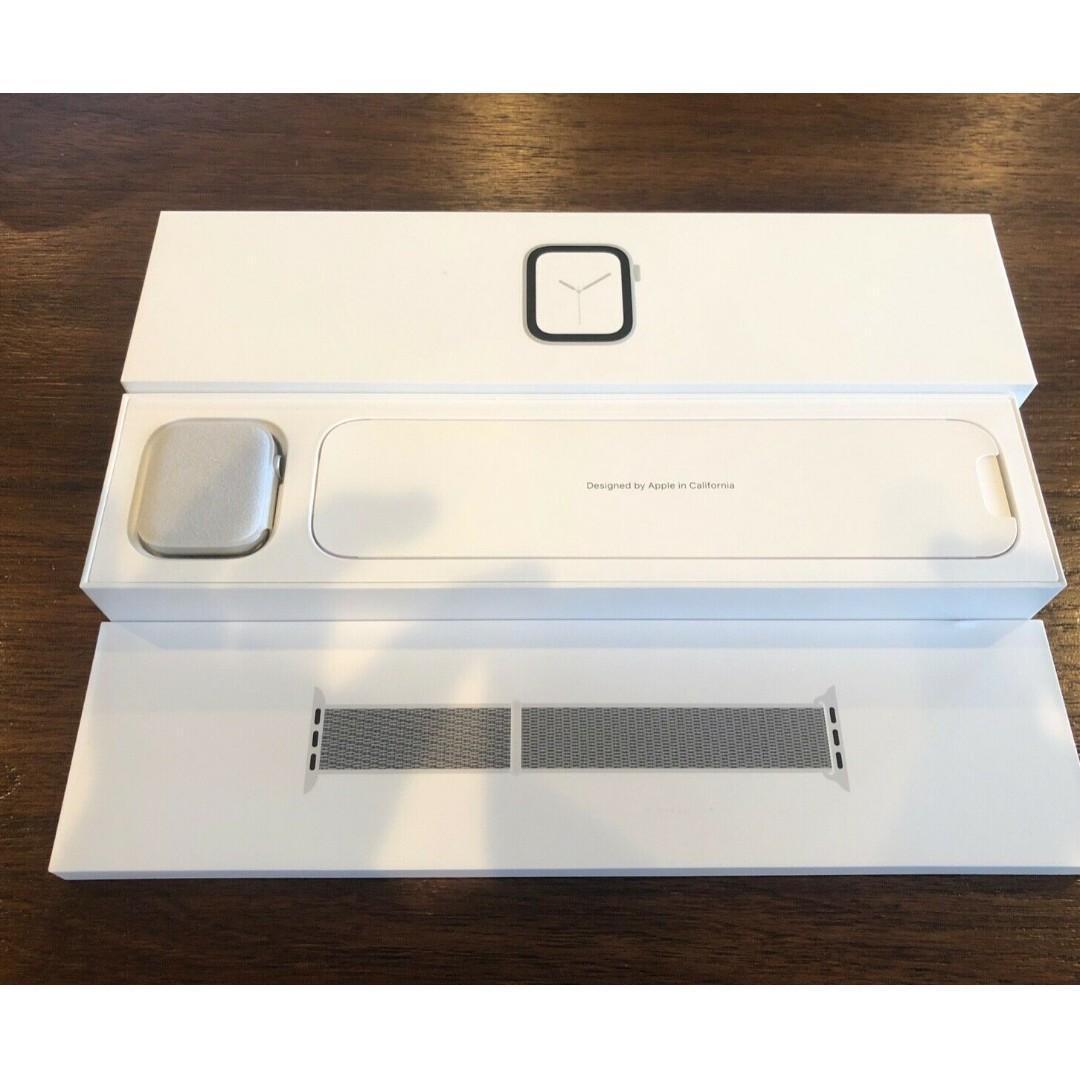 Apple iWatch Series 4 44 mm Silver Aluminum Case (GPS)