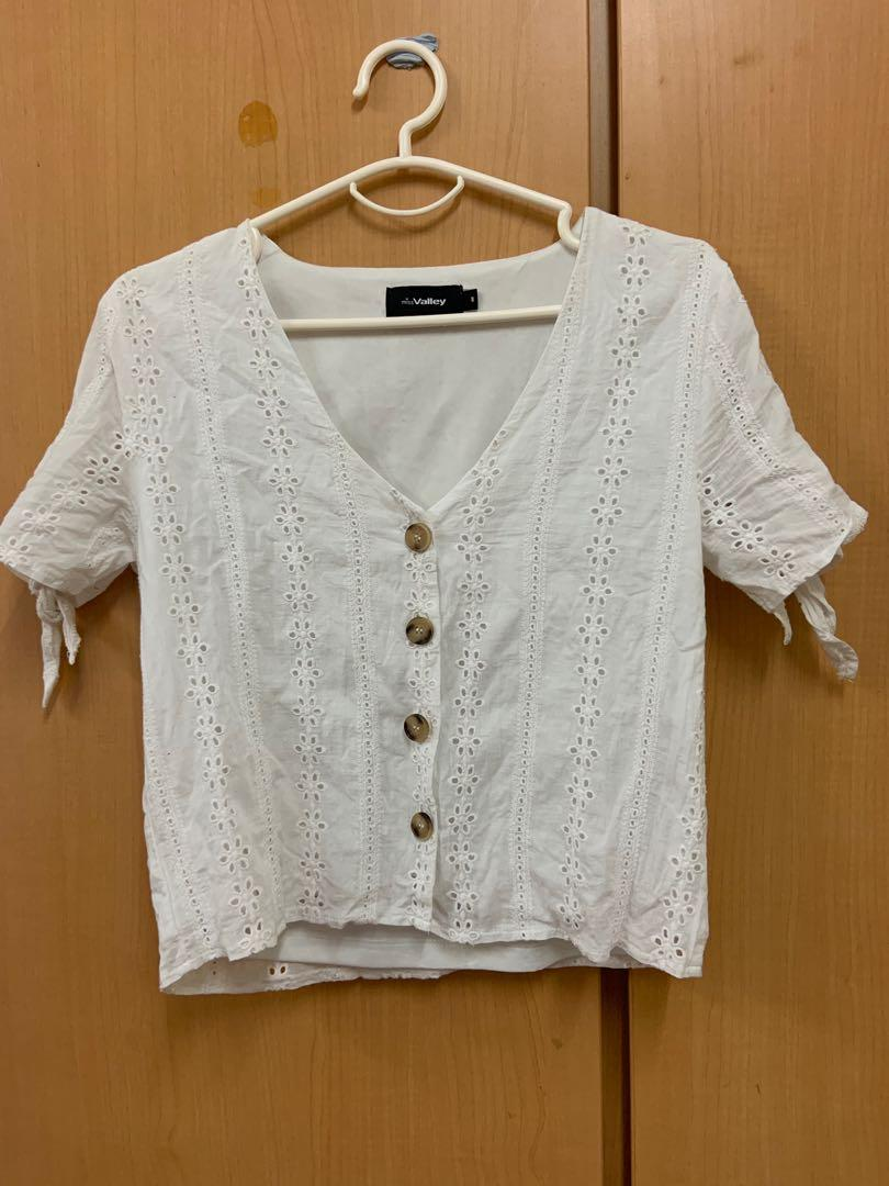 cute vintage vibe white top