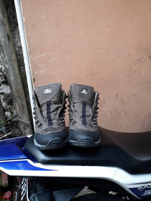 Sepatu eiger