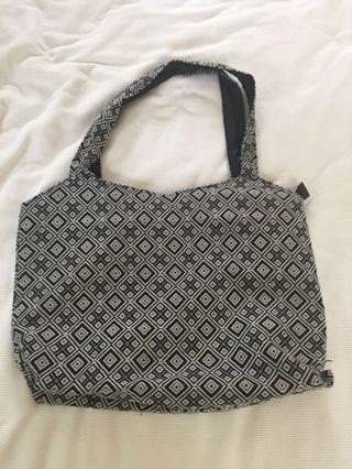 🚚 Black and white large bag
