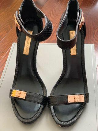 BCBG maxazria size 39 sandals