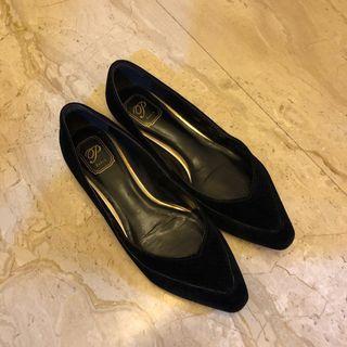 🚚 黑色平底鞋