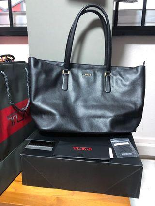 🚚 Tumi Authentic Leather Tote Bag