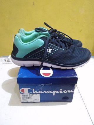 Sepatu champion mulus