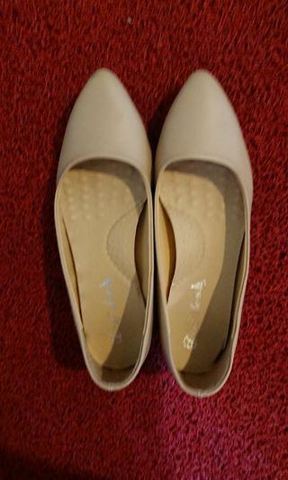🚚 D+AF  MIT素面微尖頭低跟鞋 2cm 裸膚杏