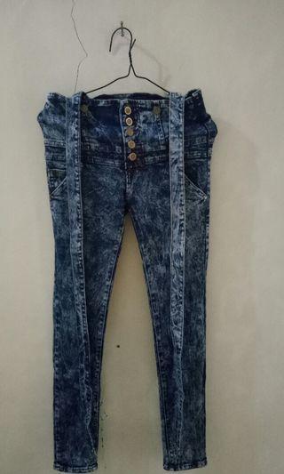 Celana jeans bisa copot tali nya bisa jd celana kodog! Jual murah kak!