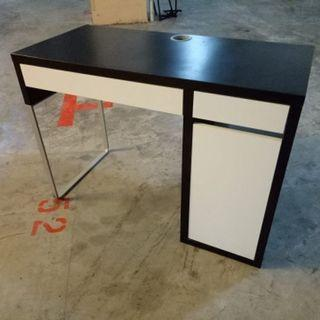 Writing desk ($55 self Collect 11 Woodlands Close)
