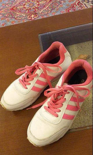 Sepatu adidas cewe