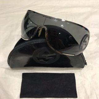 846575f6c50 gucci sunglasses casing