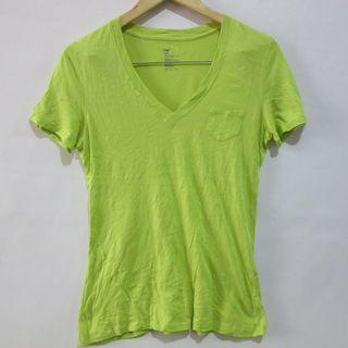(S-M) Gap ladies basic v-neck tee, apple green in color, nice soft cotton fabric