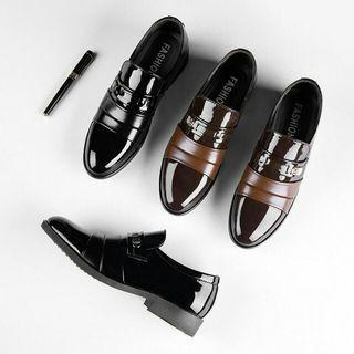 """Sepatu Fashion MEN No Seri   :S1110/ #AS323  Heels  : 3cm Kualitas: Original Berat : 7 Ons Material: Kulit Glosi  Ready warna: - Black - Coffee   SIZE 39-43,Mari""""kakak merapet Kreen banget lo Sangat nyaman diPakai,NO.WA.081378713287"""