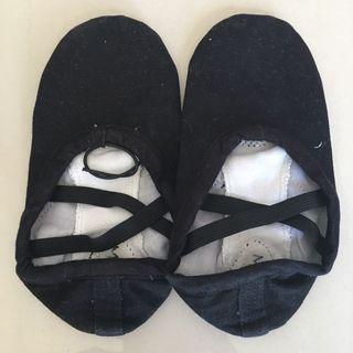 🚚 $3.50 mailed jazz dance black cloth shoe for kindergarden