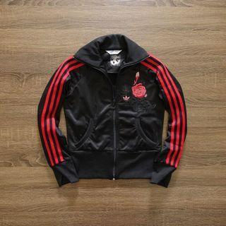 【adidas 愛迪達】黑色限定版玫瑰刺繡運動外套#36