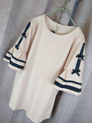 👰《夏天要來囉》韓國正版粉黑蝴蝶結中長T。袖口荷葉設計加袖子雙蝴蝶結。很典雅的上衣。$590