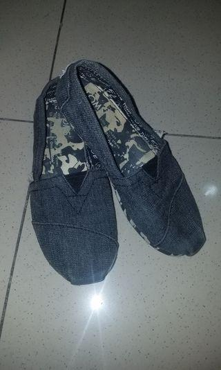 Toms Canvass Shoes