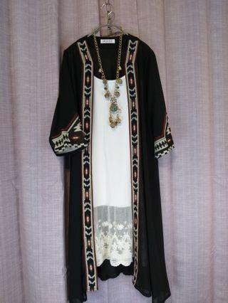 🎭《春夏外罩衫》民族風圖騰7分袖雪紡外罩衫無口有腰鬆緊帶有腰身。(不含內搭飾品)$690