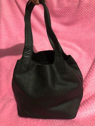KAYNN KAYN MEYTANAYU black hand bag - small