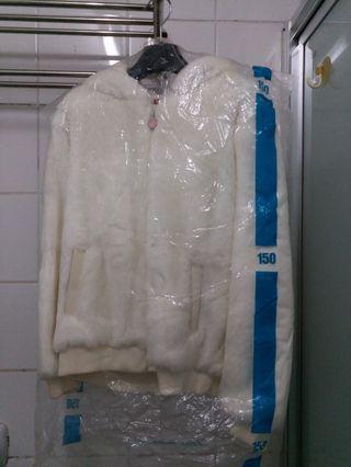 米白色毛毛外套