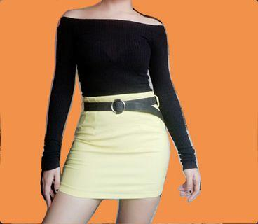 Fitted yellow skirt