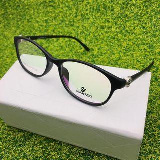 Kacamata untuk ukuran wanita