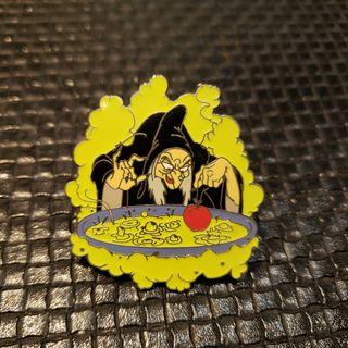 "迪士尼襟章 Disney Pin "" Snow White "" The Evil Queen "" Year 2003 Very Rare"