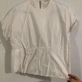 blouse putih this is april