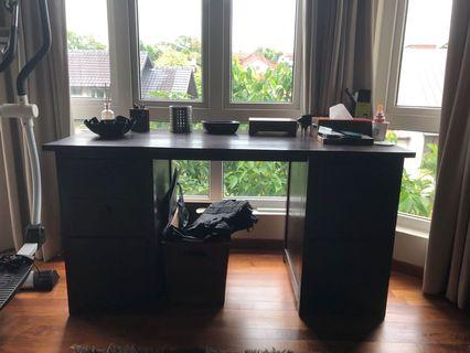 Mahagony Indian desk with 6 drawers