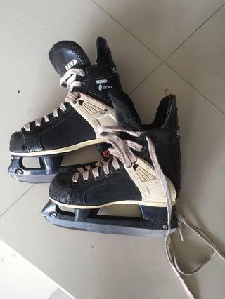 Youth ice skates US size 1 (size 33)