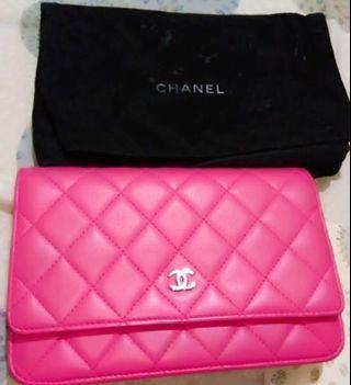 39999元~Chanel WOC桃紅色小羊皮真品鍊包💕真品