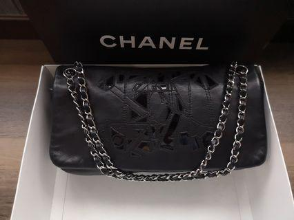 🚚 Fast deal $1700! Authentic Chanel Medium Flap