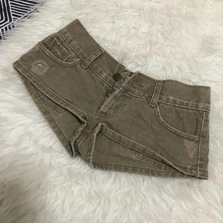 Sexy short pants