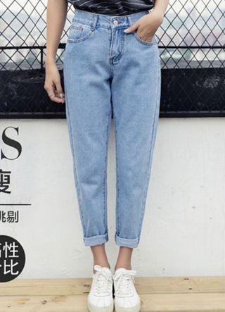 Cute High-waisted Mom Jeans 🌸