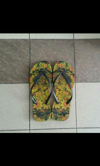 Flowery Beach Ladies Slipper - Size 7