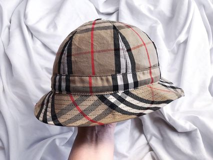 846b0c15e5ab9 BURBERRY VINTAGE NOVA CHECK BUCKET HAT