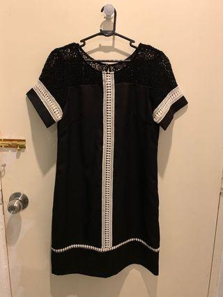 Dressing Paula lace trim shift dress