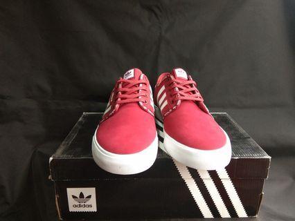 Sepati adidas seeley